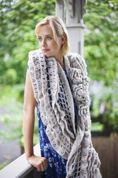 Image of Bella Luna Shawl with free pattern