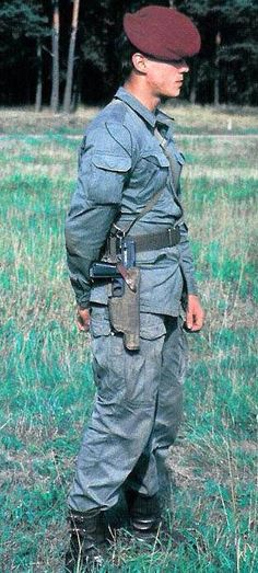 Polish People's Army soldier (paratrooper) with a submachine gun Military Gear, Military History, Military Uniforms, Army Police, Army Soldier, Warsaw Pact, Submachine Gun, Military Pictures, Army Uniform