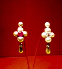 346 - Pendant earrings by JAR Paris, 2008 - Oriental pearls, ruby, diamonds, platinum, gold