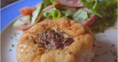 Heute gab es zu Mittag Beljaschi.  Beljaschi ist ein Russisches Rezept. Der Teig ist aus Hefe und gefüllt werden sie mit Hackfleisch. ...