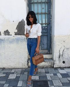 Try This Easy Seasonal Combination This Weekend (Le Fashion) Photo via: As you get dressed every day, why not toss on something that makes you feel your best AND gets you a bunch of compliments? Need a bit of inspiration? Maria Bernad wore the per Denim Vintage, Blouse Vintage, Vintage Bag, French Fashion, Look Fashion, Fashion Outfits, Gothic Fashion, Ladies Fashion, Fashion Beauty