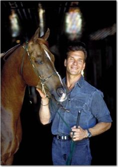 """*Patrick Swayze with his award-winning horse, Phaeton. Not sure if this should be pinned under """"horses"""" or """"sexy men"""" Beautiful Horses, Animals Beautiful, Beautiful Men, Amor Animal, Mundo Animal, Dirty Dancing, Houston, Lisa Niemi, Idole"""