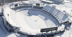 Foto aérea mostra o estádio Ralph Wilson, em Orchard Park, no estado norte-americano de Nova York, USA.  Fotografia: Erie County Sherrif's Office/AFP.