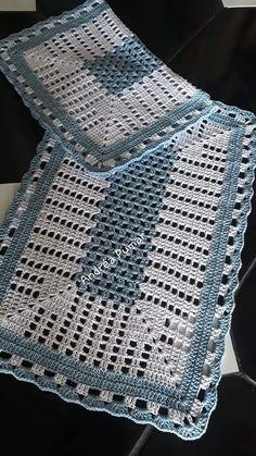 Simples e lindo 💚😍 crochenistasdobrasil crochet crochê croche instacrocheting lovecroche lovecrochet handmade decoracao… Crochet Placemats, Crochet Table Runner, Crochet Doilies, Easy Crochet, Free Crochet, Crochet Baby Cardigan Free Pattern, Crochet Stitches Patterns, Baby Blanket Crochet, Knitting Patterns