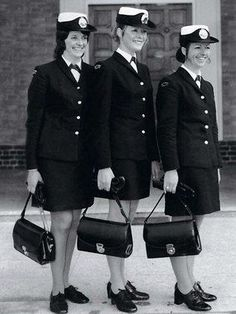 From military-style to navy blue threads: the evolution of the Victoria Police uniform | Herald Sun