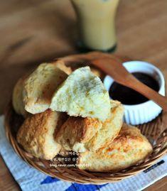 먹을수록 자꾸 손이가는 스타벅스 플레인스콘 만들기 : 네이버 블로그 Cornbread, Muffin, Breakfast, Ethnic Recipes, Food, Food Food, Millet Bread, Morning Coffee, Essen