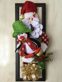Christmas 2019 : Felt Christmas decorations on wooden frames Felt Christmas Decorations, Christmas Arrangements, Christmas Ornaments To Make, Merry Little Christmas, Noel Christmas, Felt Ornaments, Handmade Christmas, Christmas Wreaths, Christmas 2019