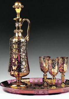 Sada na koňak * zlacené sklo * Bohemia Liquor Glasses, Wine And Liquor, Crystal Decanter, Crystal Glassware, Glass Crystal, Art Nouveau, Ludwig, Antique Glass, Colored Glass