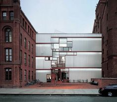 Pratt architecture school. Steven holl. Glass facade. Fragmented pattern. Infill.