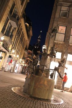 Aachen by night Aachen Germany, North Rhine Westphalia, Travel And Tourism, Wonderful Places, Trip Planning, Places Ive Been, Fountain, Street View, Europe