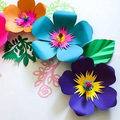 How To Make Paper Flowers, Giant Paper Flowers, Diy Flowers, Flower Petal Template, Leaf Template, Paper Flower Tutorial, Paper Flower Decor, Flower Decorations, Hibiscus Flowers