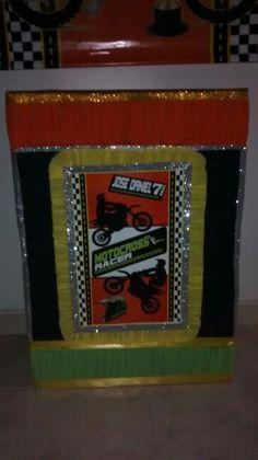 "Caja para regalos motivo ""Motocross"" Motocross, Arcade Games, Diy Party, Gift Boxes, Decorated Boxes, Presents, Dirt Biking, Dirt Bikes"