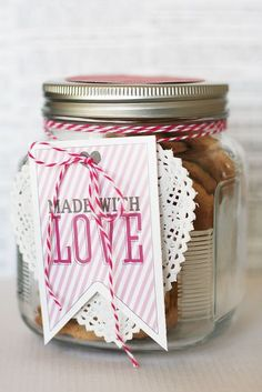 Valentine for the teacher! DIY Valentine's Gifts kids can make: Made with love cookie jar! Valentines Bricolage, Valentine Crafts, Be My Valentine, Valentine Day Gifts, Valentine Ideas, Kids Valentines, Homemade Valentines, Valentine Wreath, Xmas Gifts