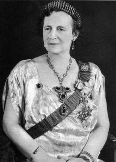 Queen Alexandrine of Denmark, later in life. She left the diamond fringe tiara to her second son, Prince Knud Princess Alexandra, Princess Caroline, Princess Anne, Royal Monarchy, Court Dresses, Diamond Tiara, Royal Tiaras, Royal Jewelry, Jewellery