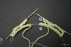 Taijan tekeleet: Kaksi sukkaa yhdellä pyöröllä Crochet Necklace, How To Make, Crochet Collar