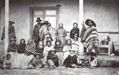 Huasos, esclavos de una hacienda (Chile 1876) American Indian Art, American Indians, Peru, Painting, World, Family History, Turkey, Native American Indians, Painting Art