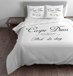 Dekbedovertrek Leef elke dag/Carpe Diem wit van Sleeptime.