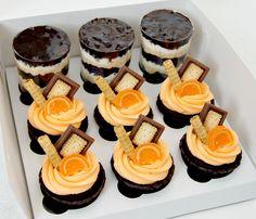 Сладкий набор - трайфл Сникерс и шоколадные капкейки