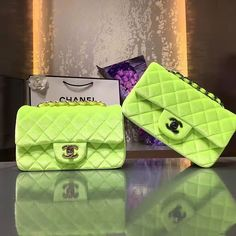 【aimee.319】さんのInstagramをピンしています。 《LINE ID:  aimee.319 DMよりラインの方が早いです。 2つ以上の購入は追加割引可能。 基本付き品:1。財布 : 専用箱、専用袋、Gカード、該当ブランドのショッパー 2。バッグ : 専用袋、Gカード、該当ブランドのショッパー #chanel#シャネル#パロディ#ルブタン#dior#ルイヴィトン#夏#雨#ラブ#グッチ#サンダル#靴#スニーカー#コピー品#バーキン#エルメス#サンローラン#セリーヌ#ラゲージ#クロムハーツ#バレンシアガ#東京#j12#大阪#カルティエ#ロレックス#時計#旅行#海#フェンディmc chanel》
