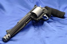 Smith & Wesson Model 500 .50 Cal.  Magnum most powerful gun...What a sexy looking beast!