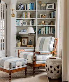 Classic meets comfort in a Cape decorated by designer and author Erin Gates - The Boston Globe - My best decoration list Poltrona Bergere, Living Room Decor, Living Spaces, Erin Gates, Bill Gates, Bookshelf Styling, Elements Of Style, Traditional House, Traditional Bookshelves