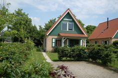 Comfort holiday bungalow in Zonnemaire, Zeeland, Netherlands. 3 Bedrooms sleeping 6 in Zonnemaire, Provincie Zeeland, Netherlands from just 284 EUR per week. Red Light District, Bungalow, Netherlands, Cabin, House Styles, Home Decor, The Nederlands, The Netherlands, Decoration Home