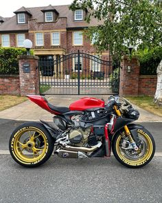Red Motorcycle, Motorbike Design, Cool Motorcycles, Valentino Rossi, Top Cars, Super Bikes, Custom Bikes, Ducati, Bobber