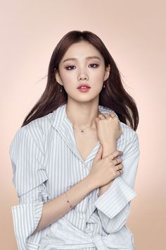'Weightlifting Fairy Kim Bok Joo' lead female Lee Sung Kyung's popularity skyrocketed after her last drama. Her beauty and talent when it comes to acting was reco Lee Sung Kyung Photoshoot, Lee Sung Kyung Fashion, Korean Photoshoot, Lee Sung Kyung Makeup, Korean Beauty, Asian Beauty, Asian Woman, Asian Girl, Girlie Style