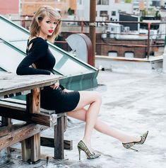Taylor Swift is the master of creating a personal brand. Even I have got on the T-Swift bandwagon. Taylor Swift 2014, Taylor Swift Moda, Taylor Swift Fotos, Estilo Taylor Swift, Swift 3, Taylor Swift Style, Taylor Swift Photoshoot, Taylor Swift Legs, Actrices Sexy