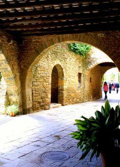 Arcs a Monells  Empordà Població medieval Catalonia