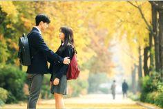"Netflix's upcoming original series ""Love Alarm"" has released new stills of the cast! Oh Love, Love Again, Joo Won, Korean Drama Best, W Kdrama, Akdong Musician, Kim Sohyun, Cute Romance, Bok Joo"