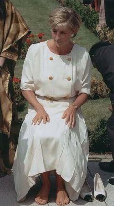 Princess Diana THE PEOPLES PRINCESS, BAREFOOT
