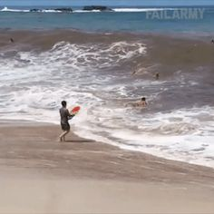 GIF When I decided to go for a stroll in the sea You Funny, Funny Cute, Hilarious, Movie The Impossible, Funny Fails, Funny Memes, Beste Gif, Best Motivational Videos, Dumb People