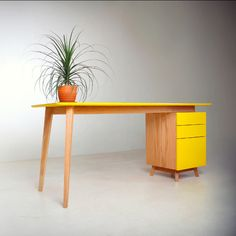 A frame Computer desk Cute Furniture, Built In Furniture, Small Furniture, Wood Furniture, Furniture Design, Study Room Design, Table Haute, Home Office Design, Mellow Yellow