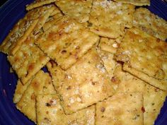 Crack-Tastic Crackers 1 sticks butter, melted 1 packet ranch dressing mix 2 T. garlic powder 2 sleeves saltine crackers parmesan cheese In a large bowl combine melted butter, dressing mix, pepper flakes, and garlic powder Appetizer Recipes, Snack Recipes, Cooking Recipes, Easy Recipes, Delicious Recipes, Savory Snacks, Simply Recipes, Yummy Appetizers, Cooking Tips