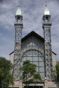 El Museo Universitario del Chopo fue creado en 1975 por la Universidad Nacional Autónoma de México, como centro de difusión del arte y la cultura universitaria.