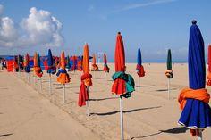 parasols sur la plage-Deauville