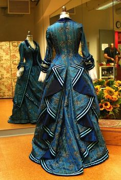"Back view of Phantom of the Opera ""wishing"" dress. Victorian Gown, Victorian Costume, Edwardian Dress, Edwardian Fashion, Vintage Fashion, Vintage Gowns, Vintage Outfits, Historical Clothing, Antique Clothing"