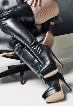 Look at these beauties Black High Boots, Leather High Heel Boots, Long Boots, Thigh High Heels, Sexy High Heels, Sexy Stiefel, Nylons Heels, Stiletto Shoes, Sexy Boots