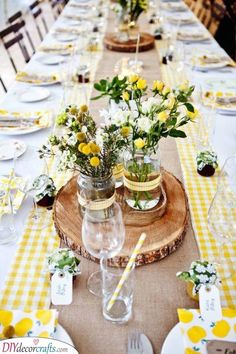 ▷ 1001 + table decoration ideas + instructions for do it yourself-▷ 1001 + Tischdekoration Ideen + Anleitungen zum Selbermachen Distribution of decoration. Flower candle islands with distance + small jam jar as a gift - Vintage Table Decorations, Summer Table Decorations, Table Vintage, Garden Party Decorations, Wedding Decorations, Wedding Centerpieces, Vintage Party Themes, Table Centerpieces, Decor Wedding