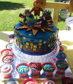 Love the decor, marvels avengers party.