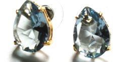 Brinco folheado em ouro 18k com cristal água marinha. R$ 45,00