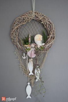 """Door wreaths - door wreath summer """"Maritim"""" 6 - a designer piece by Rotkopf-desi . - Door wreaths – Door wreath summer """"Maritime"""" 6 – a unique product by Rotkopf-design on DaWanda I - Nautical Wreath, Seashell Wreath, Seashell Crafts, Beach Themed Crafts, Sea Crafts, Crafts To Make, Baby Crafts, Summer Door Wreaths, Mesh Wreaths"""