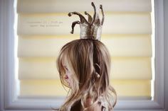 lila was here - cardboard, pipecleaners and paper mache' Easy Book Week Costumes, World Book Day Costumes, Last Minute Halloween Costumes, Halloween Ideas, Princess Photo Shoots, Paper Bag Princess Costume, Halloween Costume Awards, Diy Paper Bag, Paper Bags