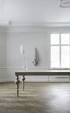 Viola is a massive table with traditional turned legs in just the right exaggerated dimensions. Kitchen Dining, Dining Table, Dining Room Furniture, Cozy House, Nice Things, Solid Oak, Entryway Tables, Traditional, Living Room