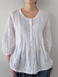 Sewing Blouse [Envelope Online Shop] Camille Lisette tops :: find more men's pin tuck shirts (even better if in linen! Linen Blouse, Linen Tunic, Linen Dresses, Mode Outfits, Mode Style, Sewing Clothes, Corsage, Types Of Sleeves, Long Sleeve Shirts