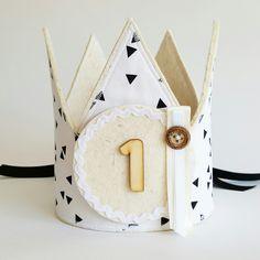 Verjaardagskroon wit in zwarte driehoeken www.hipkado.nl