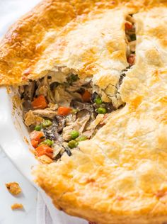 The BEST healthy chicken pot pie. Only a fraction of the fat and calories and just as creamy and decadent as the original! {dairy free; clean eating} Recipe at wellplated.com | @wellplated