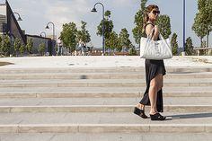 Una borsa bianca ed un abito nero svolazzante - http://www.2fashionsisters.com/borsa-bianca-abito-nero/ - 2 Fashion Sisters Fashion Blog - #AbitoImperfect, #BorsaBianca, #BorsaGherardini