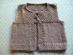 More vest inspiration Kids Knitting Patterns, Knitting For Kids, Baby Patterns, Baby Vest, Baby Cardigan, Kids Vest, Pull Bebe, Baby Sweaters, Pulls